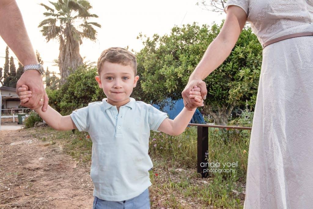 מייקל נותן ידיים להורים ליהיא ויוסי - מסדרת צילומי המשפחה בטבע אנדה יואל