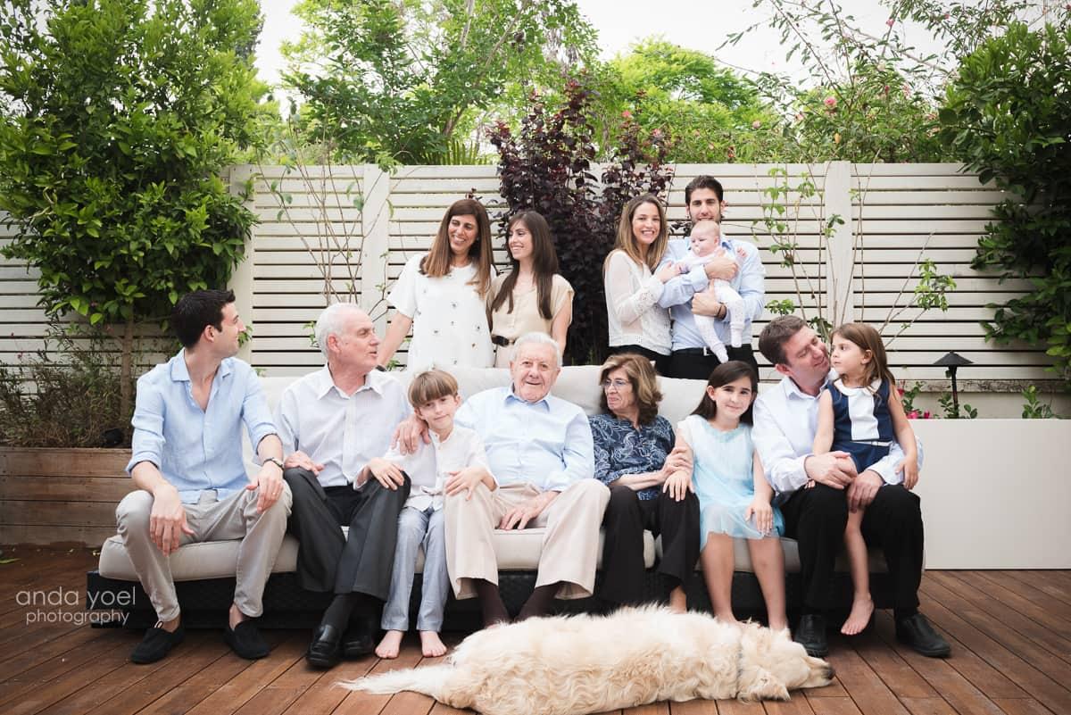צילומי משפחה מורחבת בבית