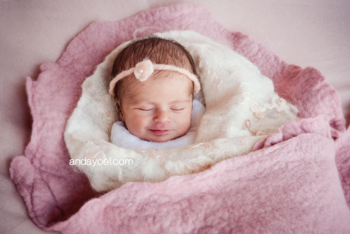 Newborn baby girl in Pink - Anda Yoel newborn photographer Tel Aviv, Israel