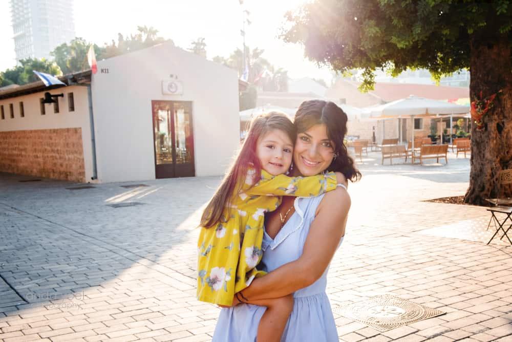 Urban family session in Tel Aviv by photographer Anda Yoel